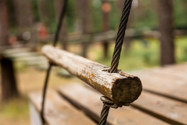 公園でロープのはしご