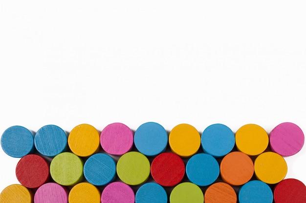 Цветные деревянные круги изолят