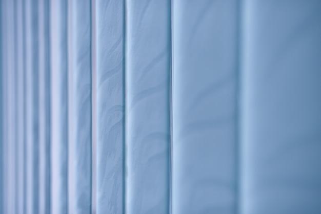 Синие закрытые жалюзи