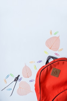 バックパックと学校の科目