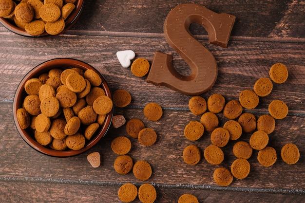 オランダの休日シンタークラースの伝統的なお菓子と背景