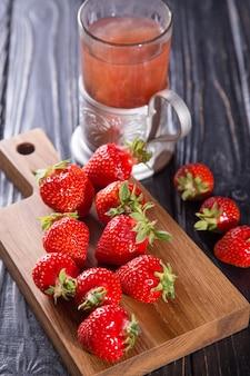 熟した赤いイチゴ