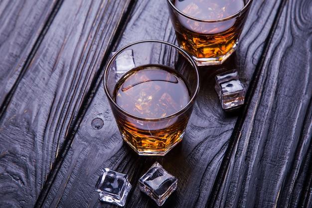 Старый виски и лед