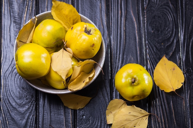 Айва - это осенние фрукты