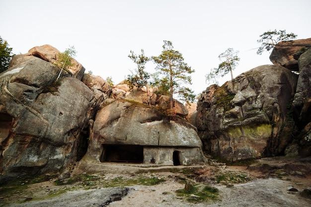 古代の石の集落珍しい岩が自然保護区に露頭します。