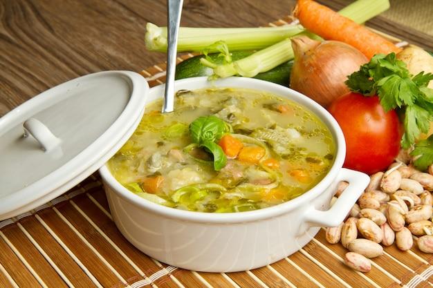 Мясной или куриный суп с овощами