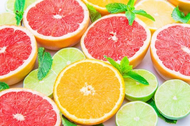 ピンクグレープフルーツ、ライム、オレンジ、レモンのグループ