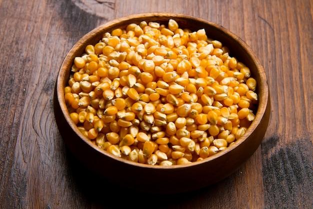 Сырые семена кукурузы