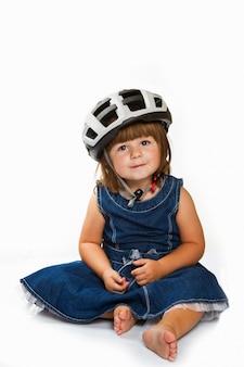 Шлем счастливой девушки маленький нося
