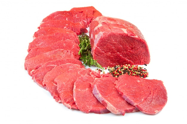 巨大な赤身の肉の塊とステーキの白で隔離