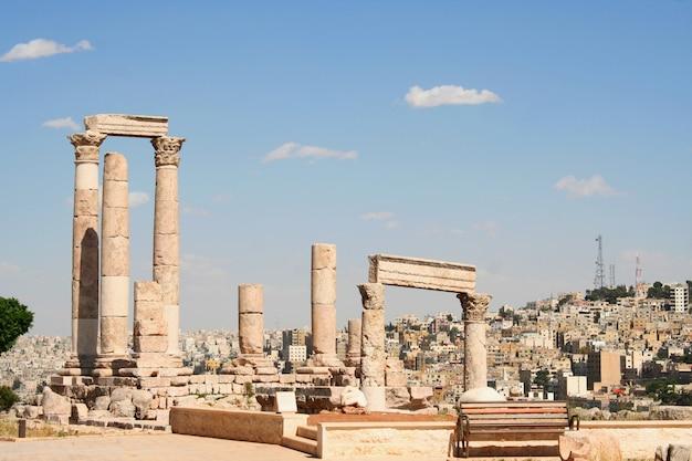 古代ジェラシュ、ヨルダンのジェラのグレコローマン街の遺跡