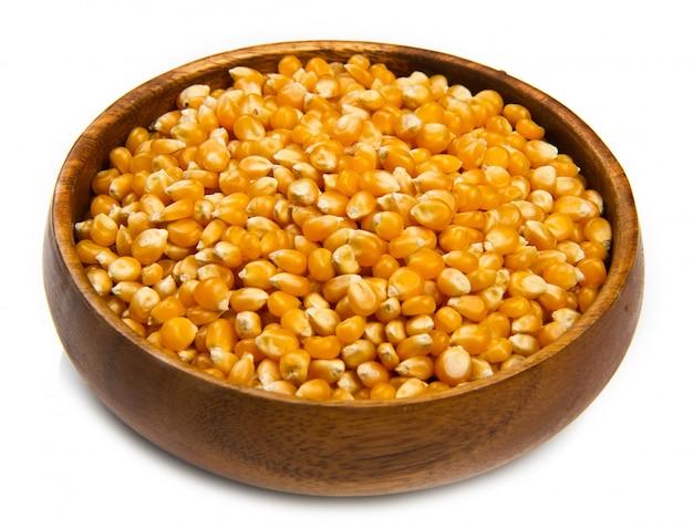 Сырое зерно кукурузы