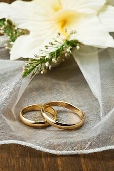 蘭の花束との結婚指輪