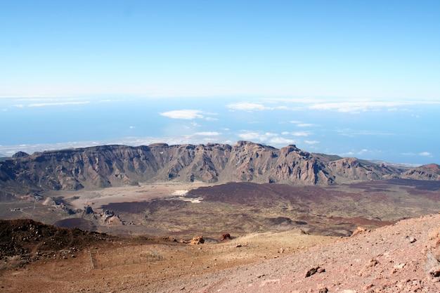 Лава и вершина вулкана тейде. тенерифе, канарские острова, испания