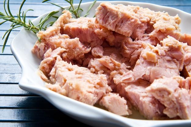 マグロの魚油、缶詰食品。