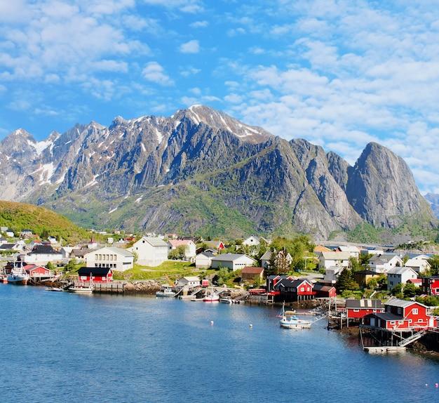 ロフォーテン諸島、ノルウェーのレーヌ町の風景