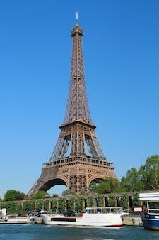 パリ、エッフェル塔