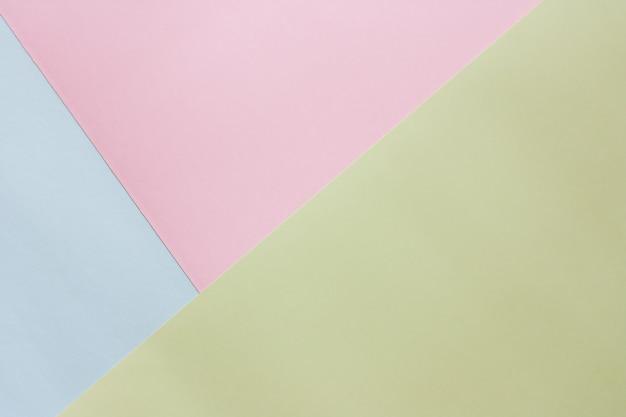青、ピンク、緑のパステルカラーの紙