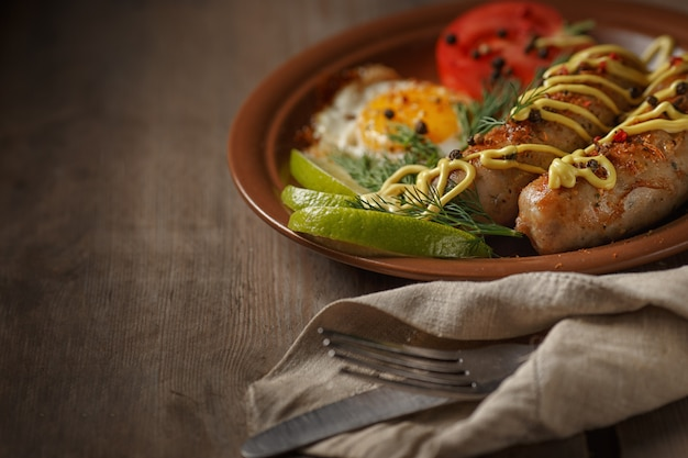 揚げソーセージとスパイス、野菜、野菜。