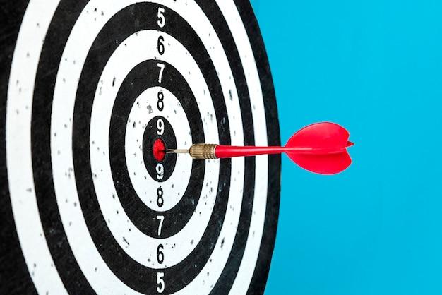 Цель со стрелкой в центре