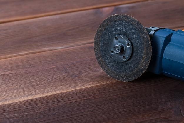 Электроинструмент для резки металлической трубки из нержавеющей стали