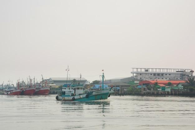 Тайские рыбацкие лодки