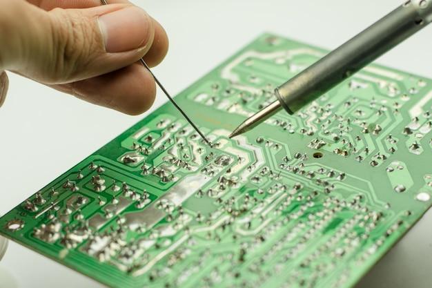 電子機器の修理、錫はんだ付け部品