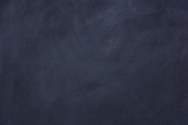 След мел, протертый на доске или доске. чистый фон поверхности меловой доски