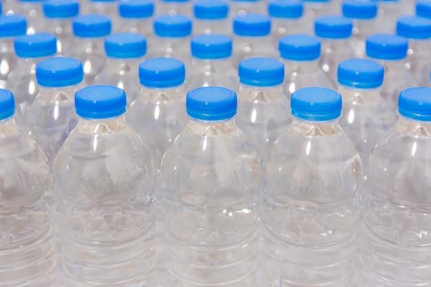 青いキャップ付きボトル
