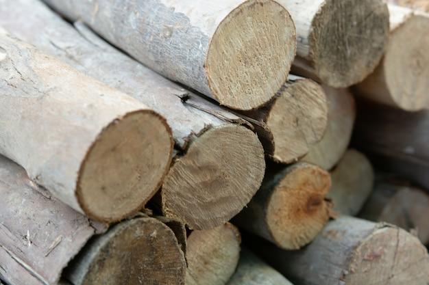 木製のログスタック、木の切り株