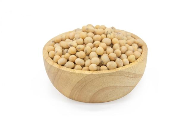 Соевые бобы в деревянной миске
