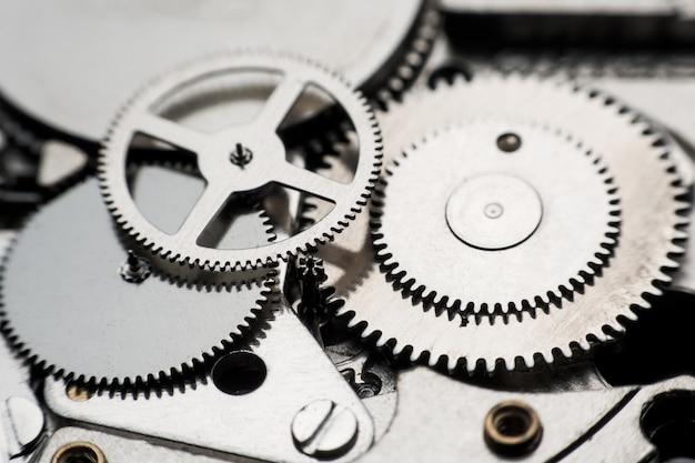 機械式時計/ギアクロック。時計の背景の中に歯車と歯車を閉じます