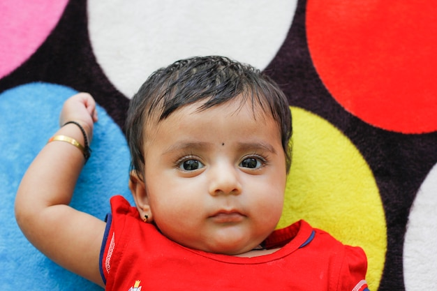 かわいいインドの女の赤ちゃん