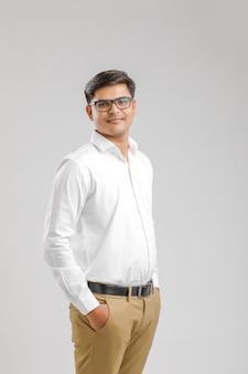 Молодой индийский мужчина