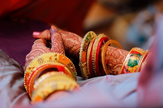 バングルの花嫁の手