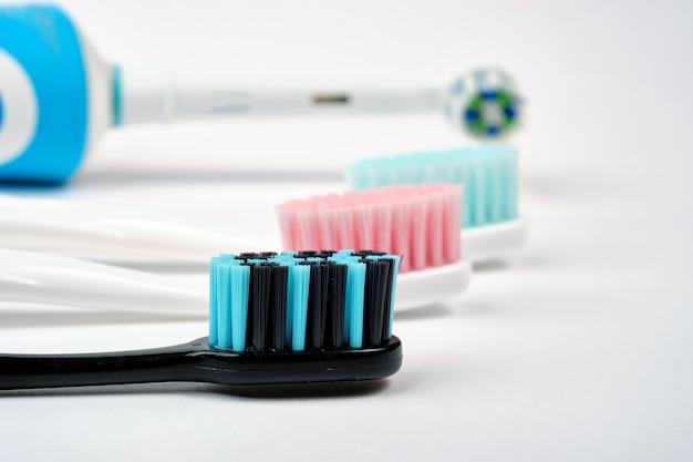カラフルな歯ブラシのクローズアップ