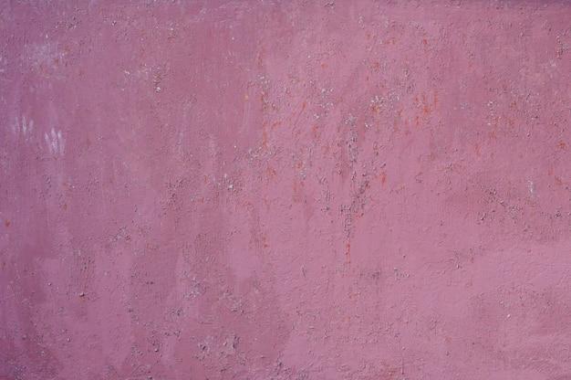 ピンクに塗られた古い鉄の壁