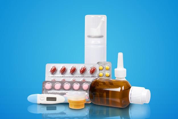 Медицинский набор с таблетками.