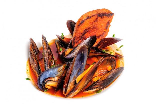 イタリアの素朴なスタイルのムール貝