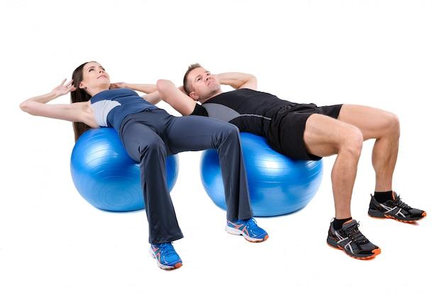 腹部のフィットボール運動