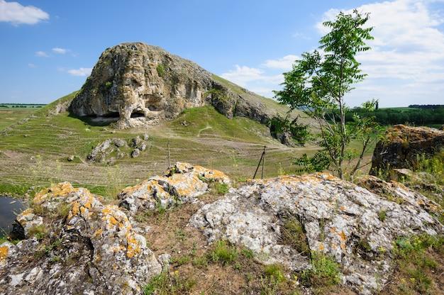 モルドバ、ブテスティ村近くのトルトレにある洞窟