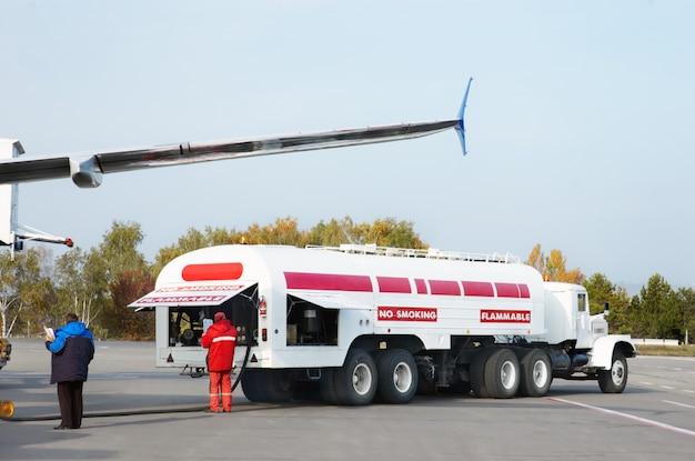 飛行機の燃料補給