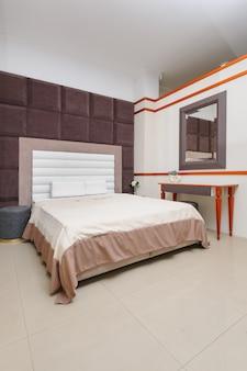 Модная минималистская спальня