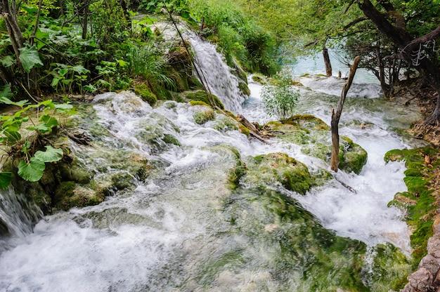 Водопады в национальном парке плитвицкие озера, хорватия