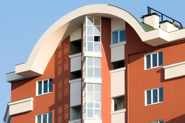 新しいほぼ完成した高級住宅