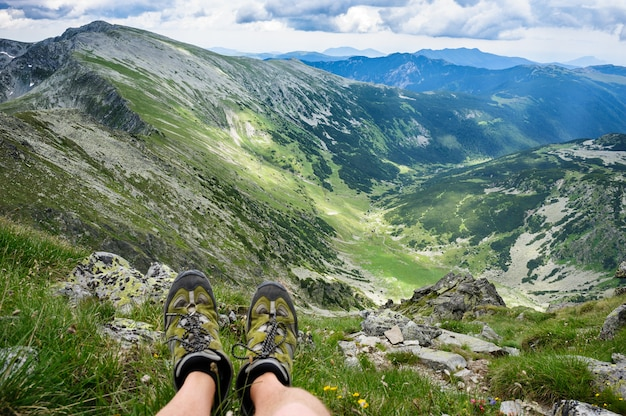 夏は山でのハイキング。