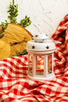 Рождественский декоративный белый фонарь