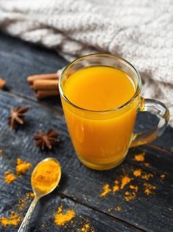 秋の黄金のウコン茶