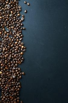 テキスト用のスペースとコーヒー豆の背景