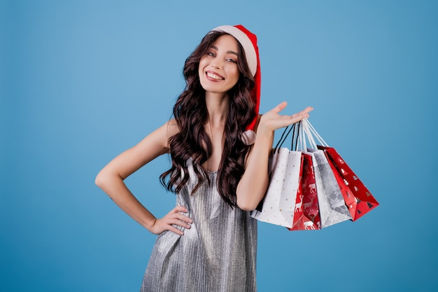 Женщина с подарками в сумках, носить шляпу санта